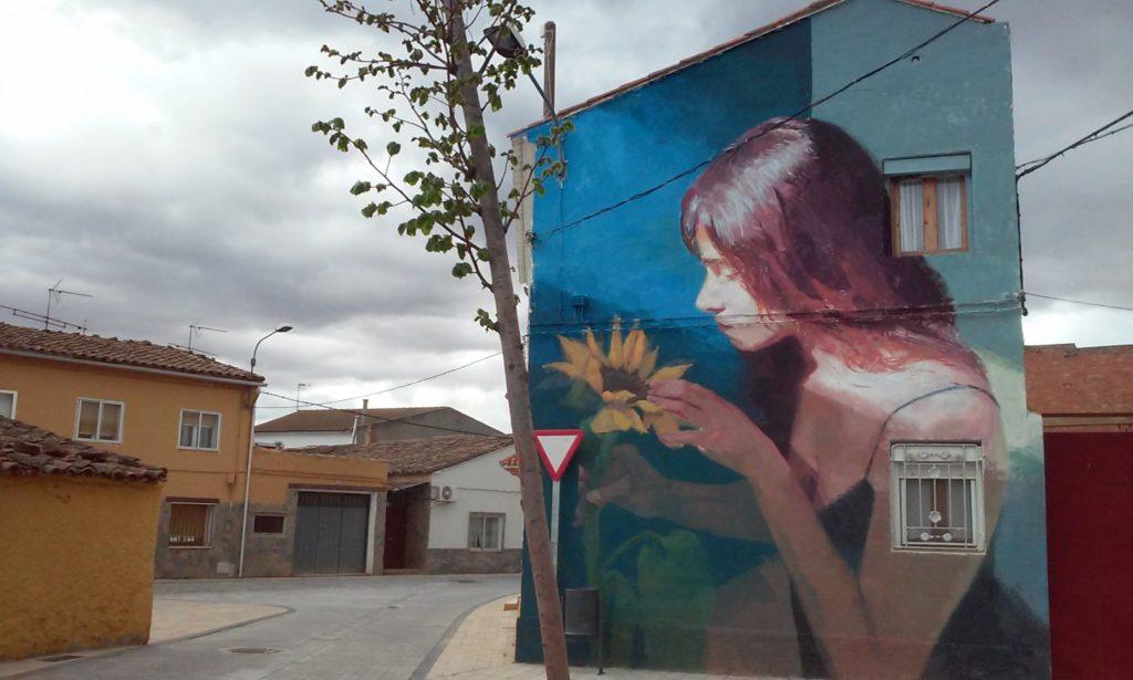 Mural de Elisa Capdevila en Alfamén Zaragoza