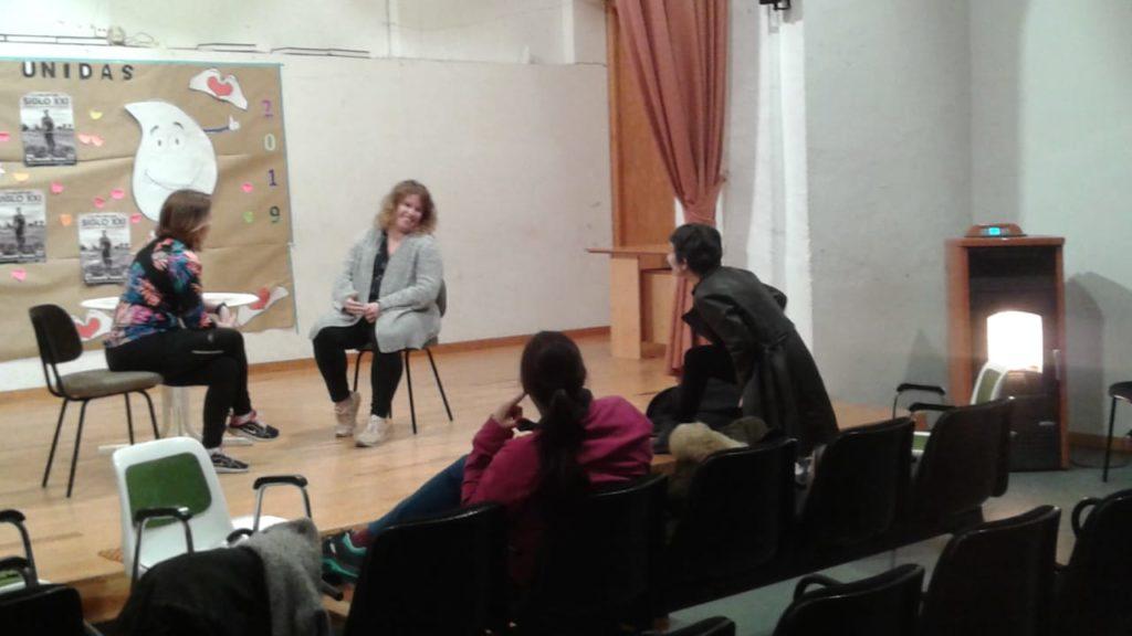 Taller de teatro para madres del grupo Leer Juntos de Alfamén (5)