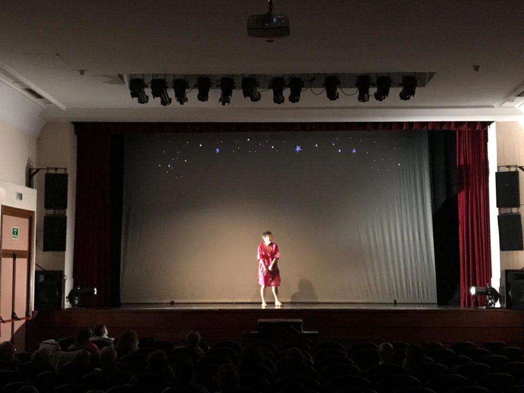 Caridad Trova en acción en Las Edades de la mujer Teatro Moderno Guadalajara