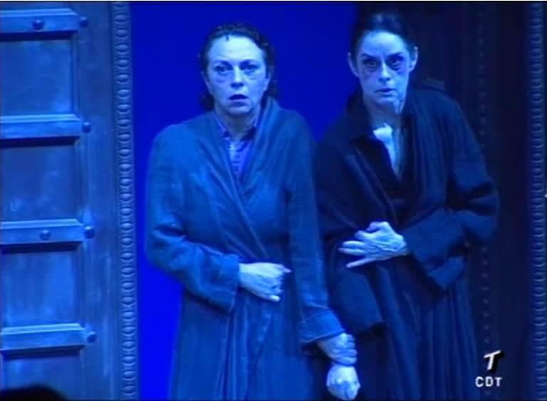 Gloria Muñoz y Vicky Peña como Clitemnestra en La Orestíada