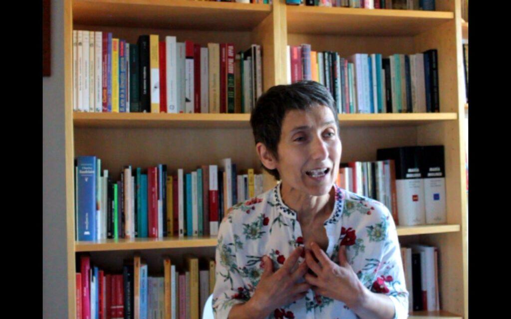 Eva Parra Hermida exponiendo el Narrahistorias dinámico Salvadora